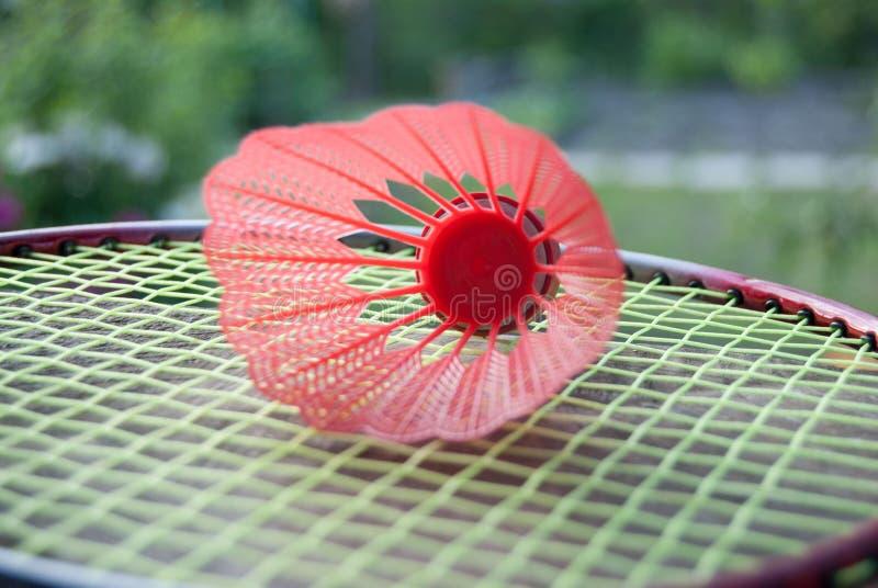 roter Federball des Badminton lizenzfreie stockfotografie