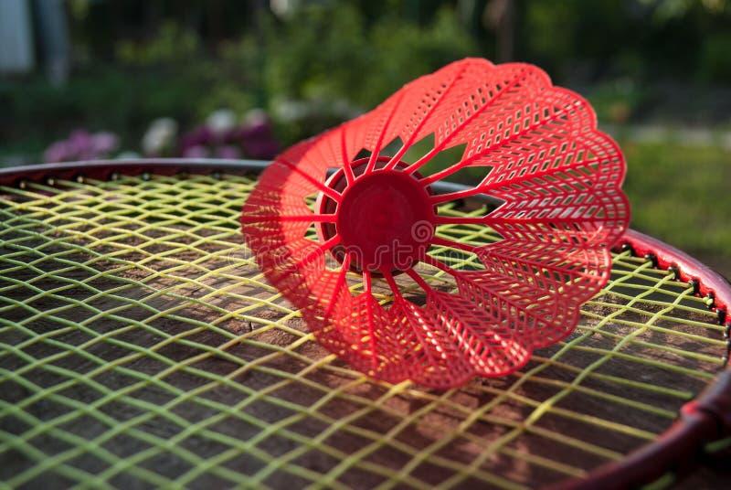 Roter Federball des Badminton stockbild