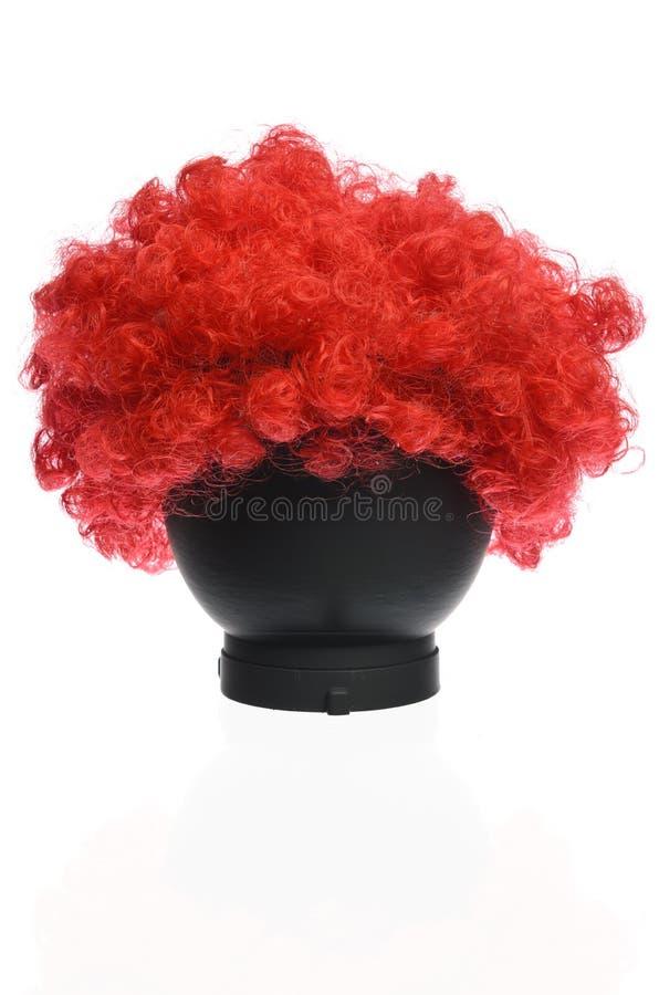 Roter gelockter Clown Wig lizenzfreie stockfotos