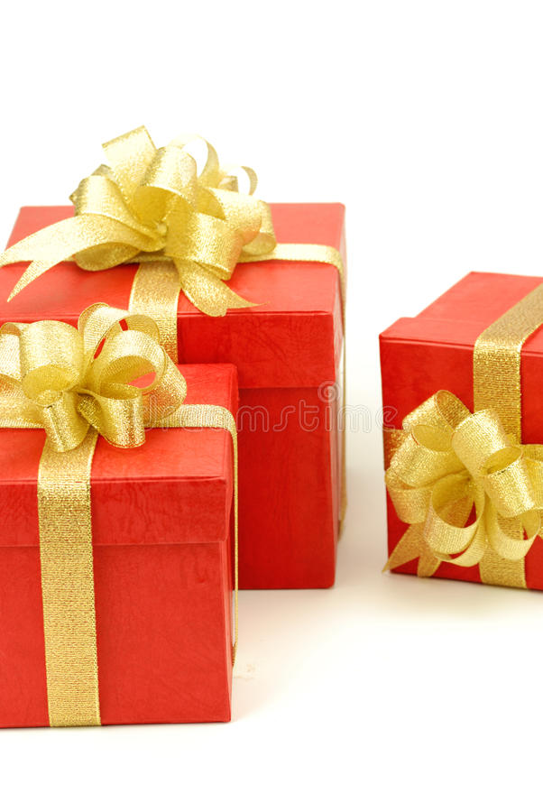 Roter Geschenkkasten getrennt auf dem weißen Hintergrund lizenzfreie stockbilder