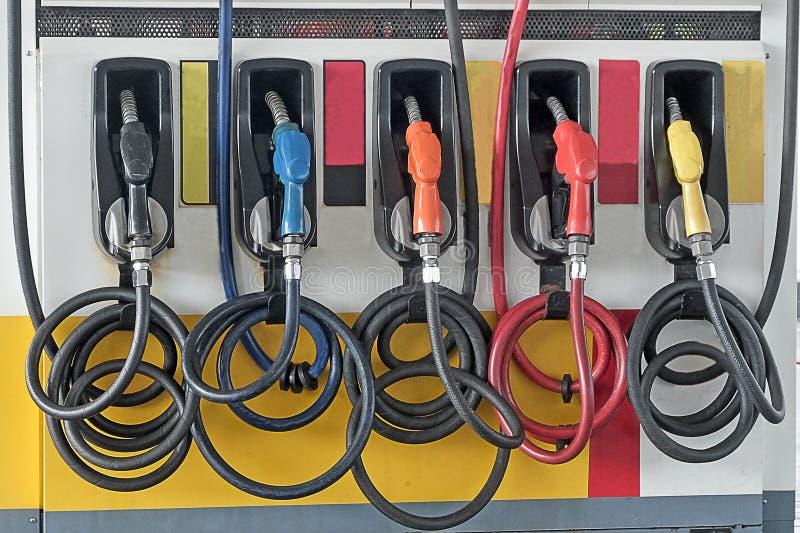 roter gr?ner gelb-orangeer Farbbrennstoffbenzin-Zufuhrhintergrund lizenzfreie stockfotografie