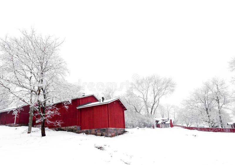 Roter Haus-Winter lizenzfreie stockbilder