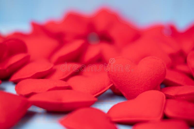 Roter Herzform-Dekorationshintergrund Der Hochzeit, romantischen und glücklichen Tagesfeiertagskonzept Valentine' s der Liebe, stockfotografie