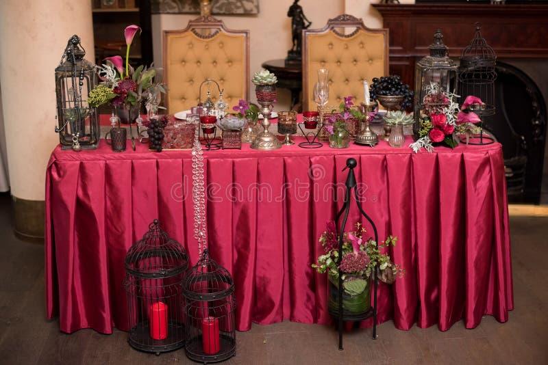 Roter Hochzeitsdekor stockbild