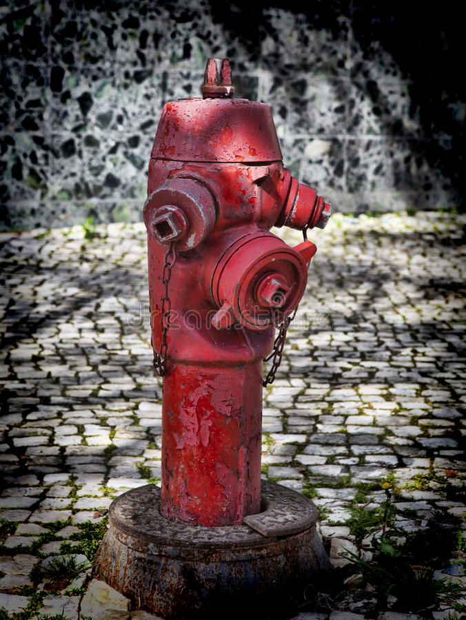 Roter Hydrant in Lissabon stockfoto