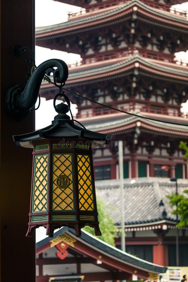 Roter japanischer Tempel Sensoji-ji in Asakusa, Tokyo, Japan lizenzfreie stockfotografie