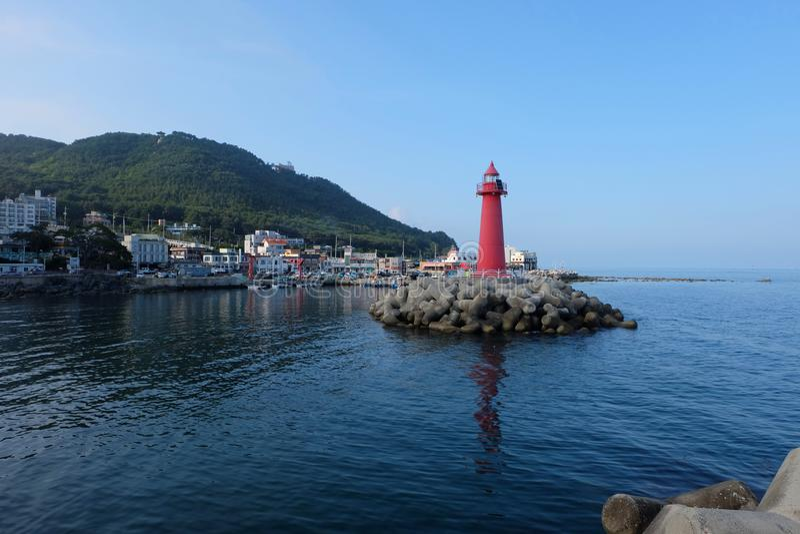 Roter Leuchtturm in Busan Südkorea stockbild