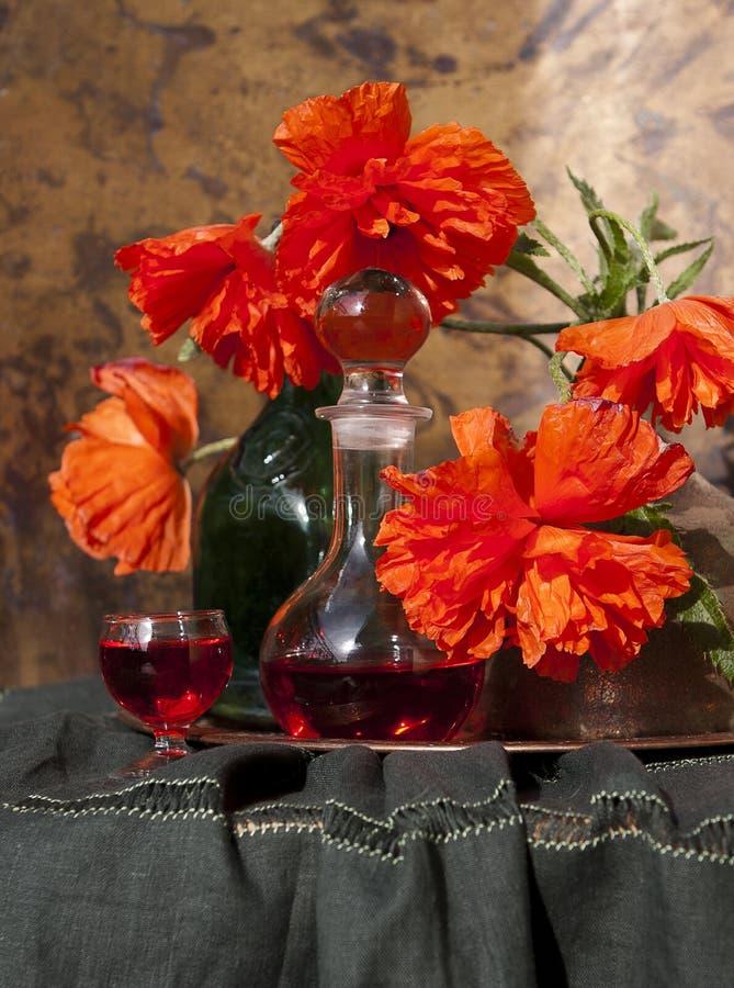 Roter Mohnblumenblumenstrauß, Stillleben lizenzfreies stockfoto