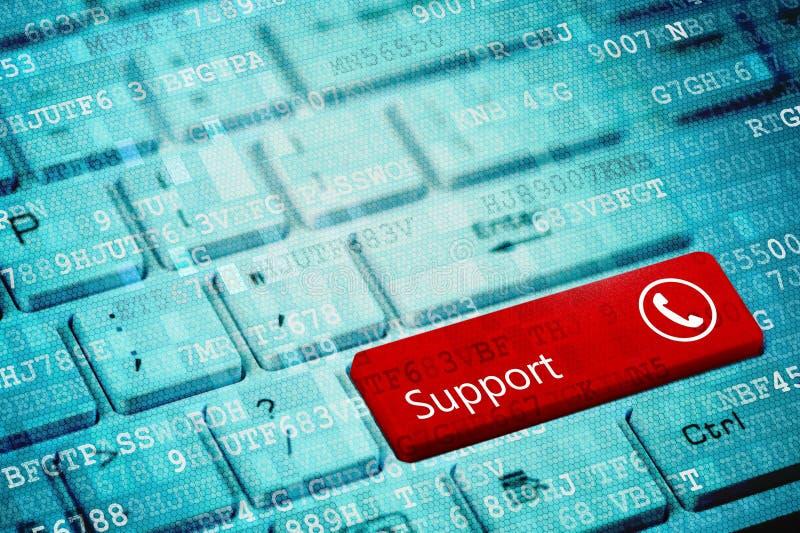 Roter Schlüssel mit Text Unterstützung und Telefonikone auf blauer digitaler Laptoptastatur stockbilder