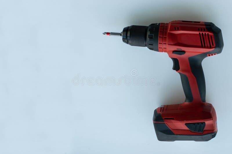 Roter Schraubenzieher auf einem wei?en Hintergrund stockbild