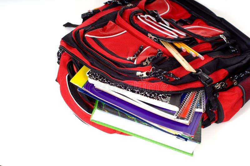 Roter Schule-Rucksack lizenzfreie stockfotografie