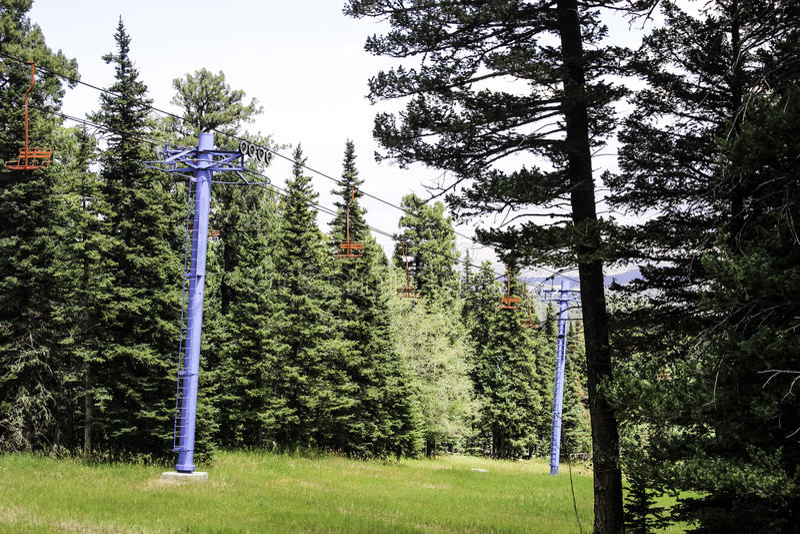 Roter Ski Lift Chairs stockbilder