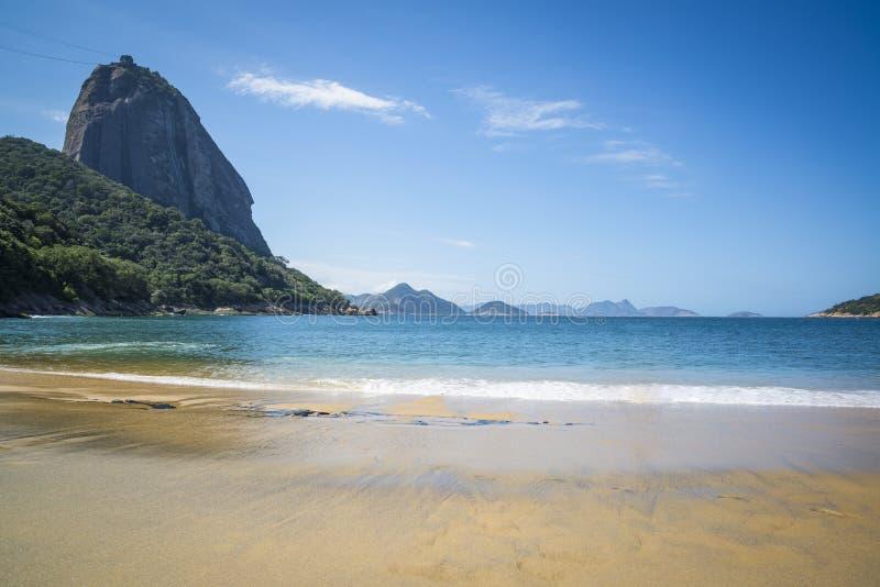 Roter Strand- und Sugar Loaf-Berg, Rio de Janeiro, Brasilien stockbild