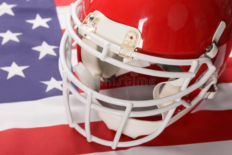 Roter Sturzhelm des amerikanischen Fußballs stockbilder