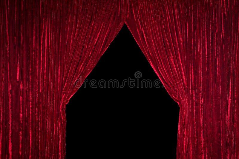 Roter Trennvorhang mit Öffnung stockfotografie