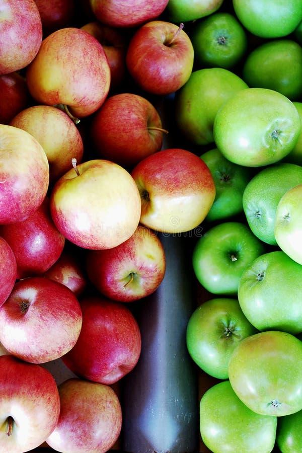 Roter und grüner Apfel stockfoto