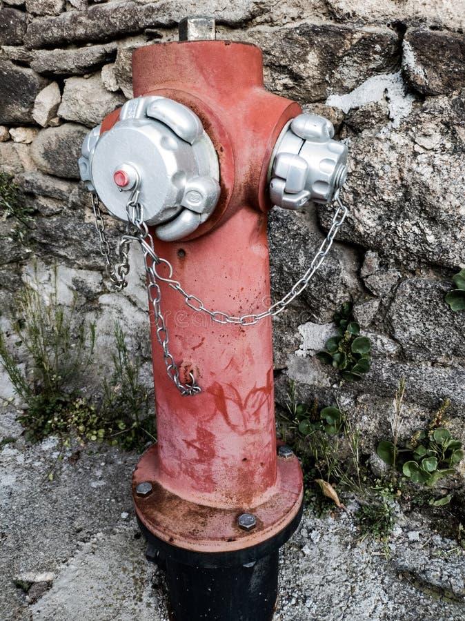 Roter und silberner Feuer-Hydrant stockbild