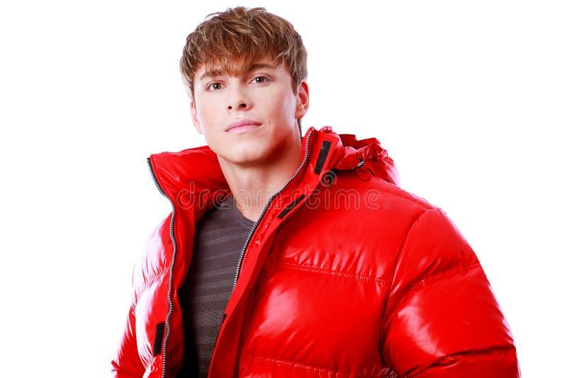Roter unten-aufgefüllter Mantel lizenzfreies stockbild