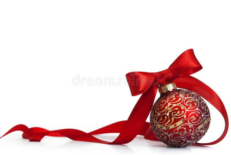 Roter Weihnachtsbal lizenzfreie stockfotos