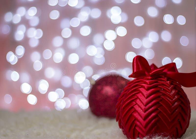Roter Weihnachtsball stockbilder