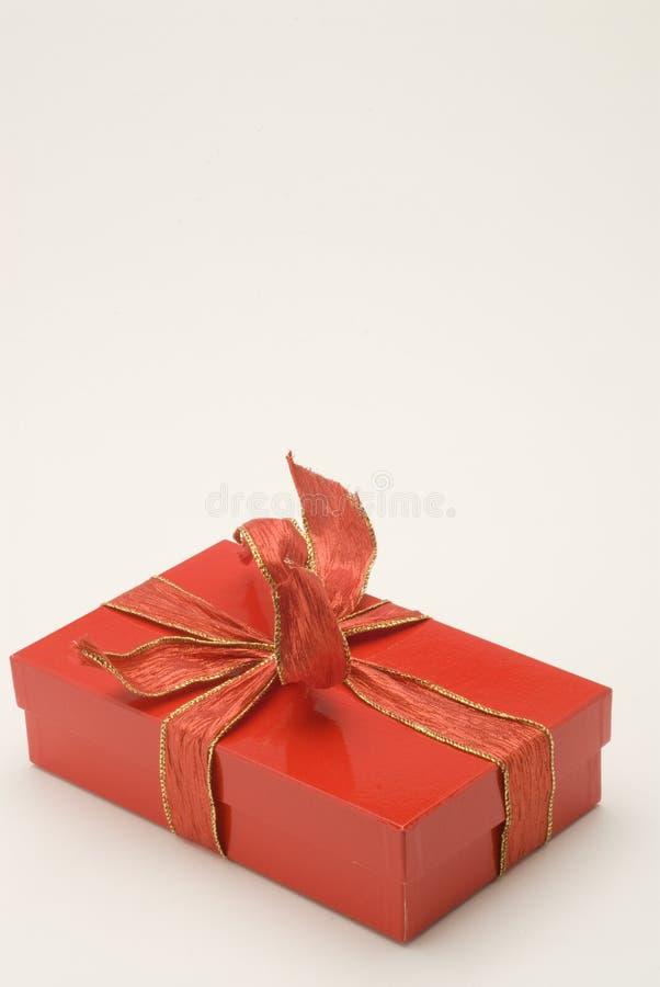 Roter Weihnachtsgeschenkkasten stockfoto