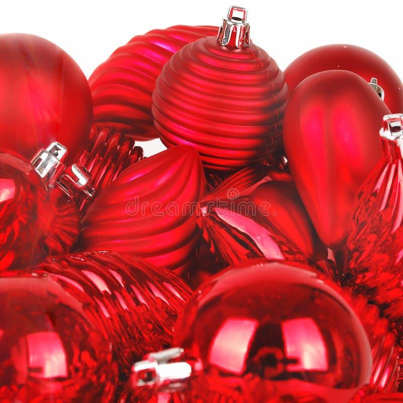 Roter Weihnachtskugelhintergrund lizenzfreies stockfoto
