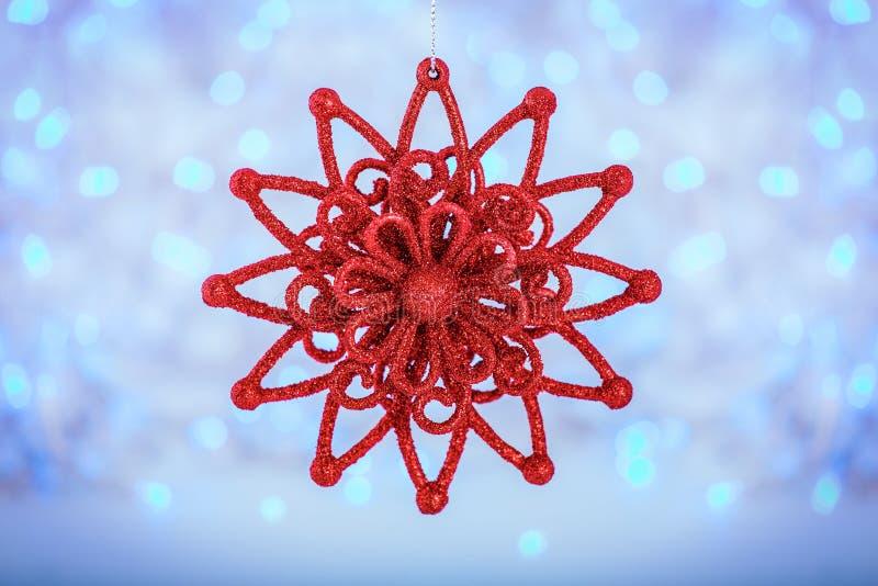 Roter Weihnachtsstern auf hellem Feiertagshintergrund Frohe Weihnachten und neues Jahr-Karte und Winterurlaube stockbild