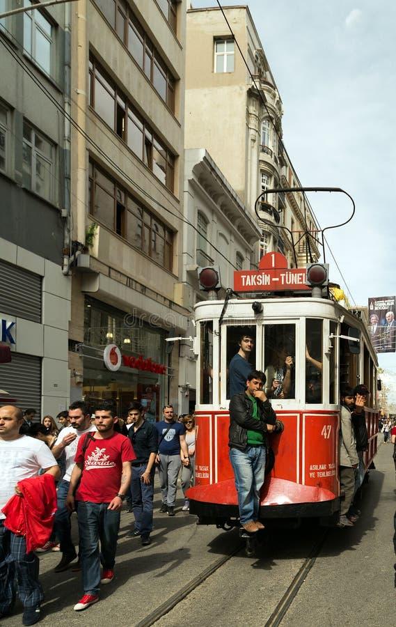 Roter Weinleseförderwagen in Istanbul lizenzfreies stockbild