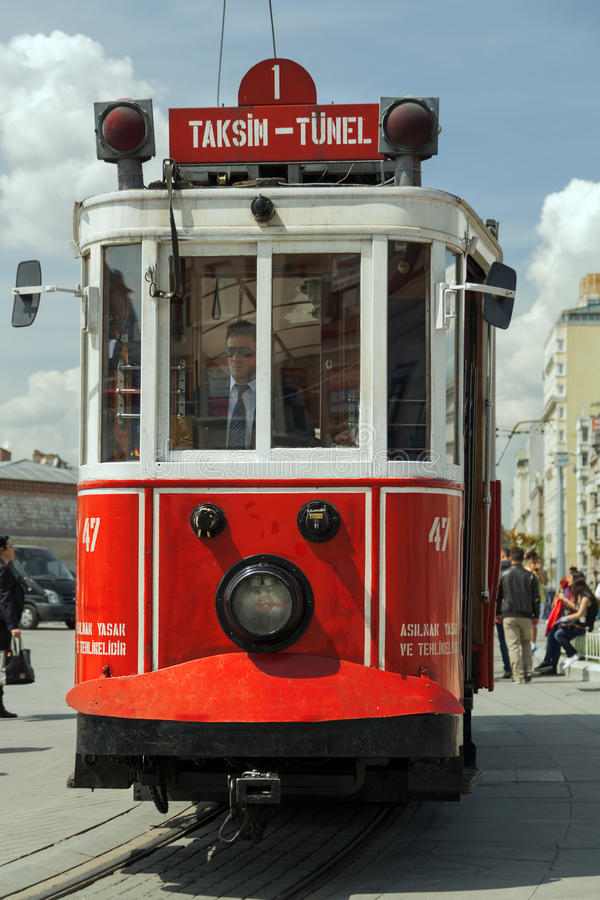 Roter Weinleseförderwagen in Istanbul stockfoto