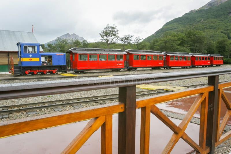 Roter Zug in Ushuaia lizenzfreie stockfotografie