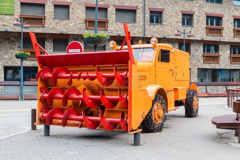 Roterande snöthrower: OSHKOSH W-700-15 royaltyfri bild