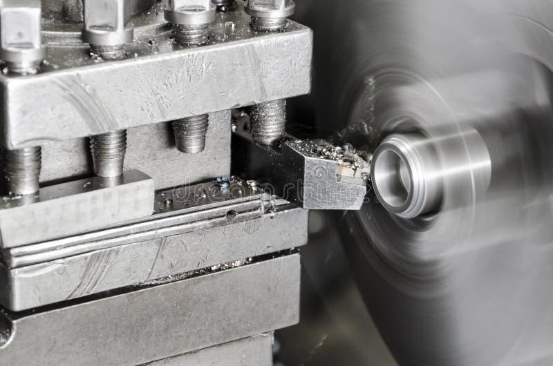 Roterande spindel av den roterande drejbänk- och metalldetaljen fotografering för bildbyråer