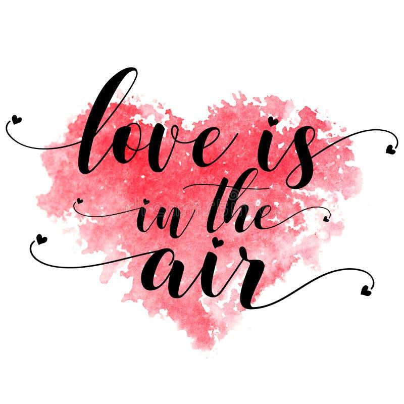 Rotes Aquarellherz und Text Liebe ist in der Luft auf einem weißen Hintergrund stockfotos
