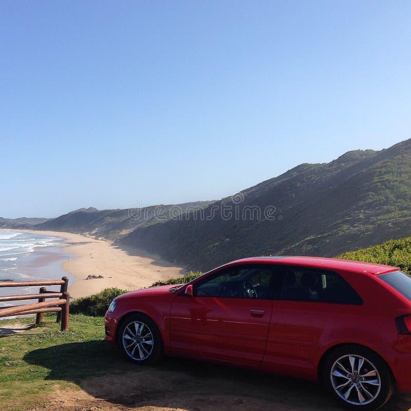 Rotes Audi lizenzfreie stockfotografie