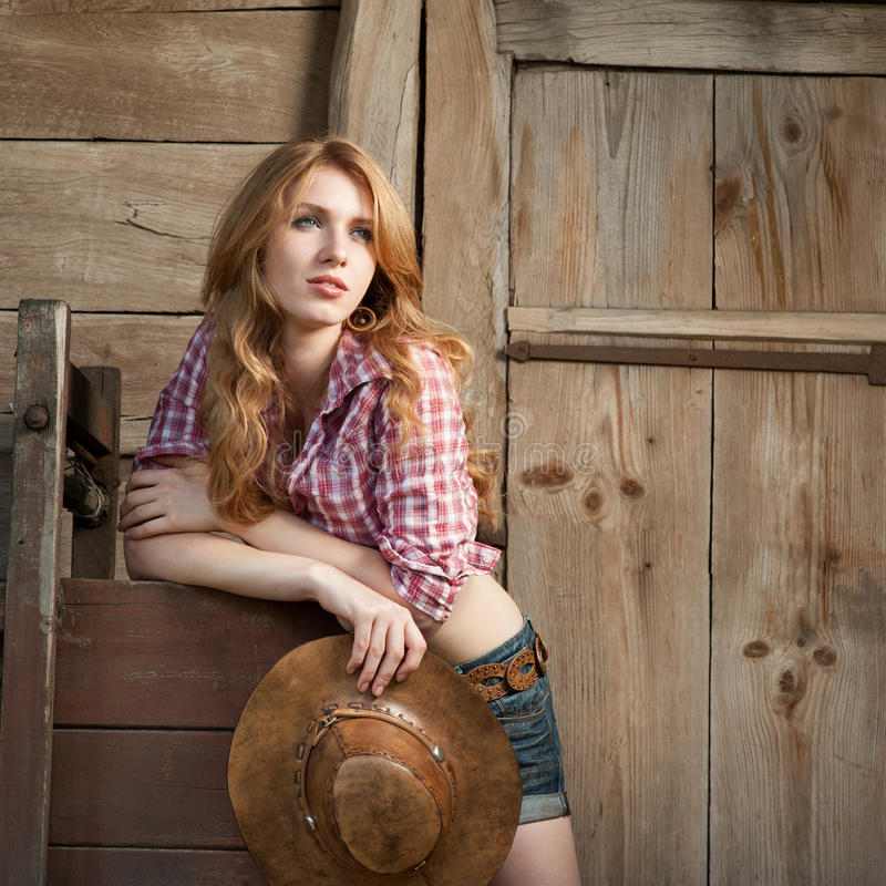 Rotes behaartes Cowgirl stockbild