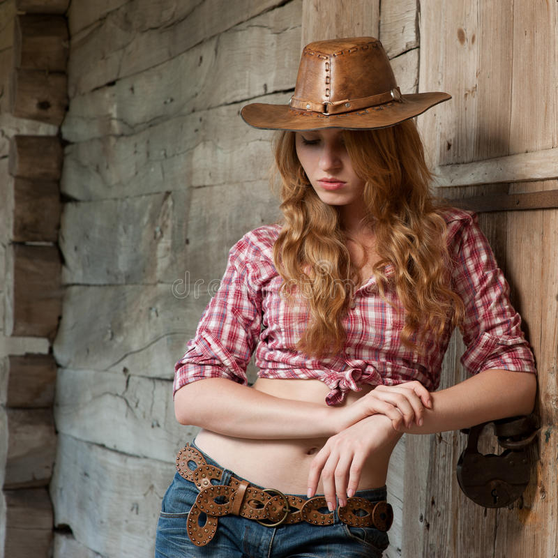 Rotes behaartes Cowgirl stockfotos