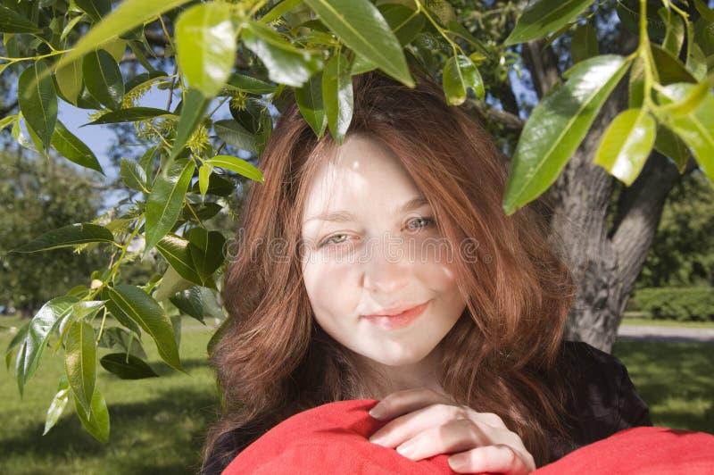 Rotes behaartes Mädchen lizenzfreies stockbild