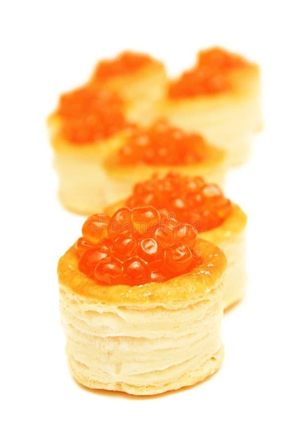 Rotes cavier in den Tartlets. stockfoto
