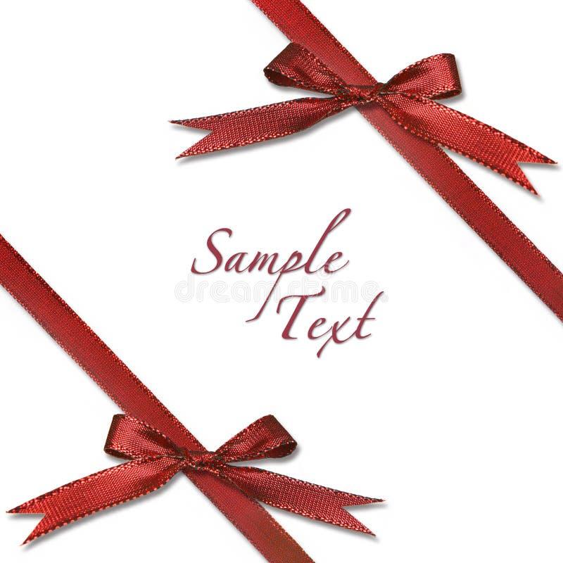 Rotes eingewickeltes Weihnachtsgeschenk mit Bögen stockbild