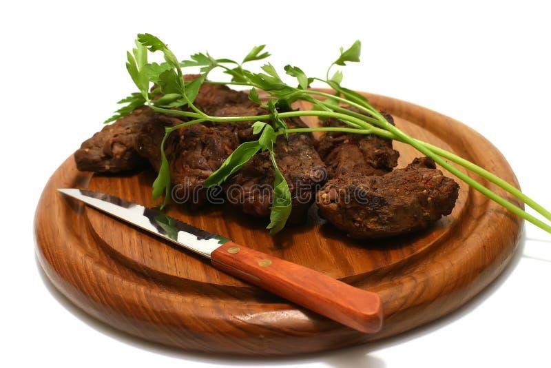 Rotes Fleisch, Messer und Petersilie lizenzfreies stockbild