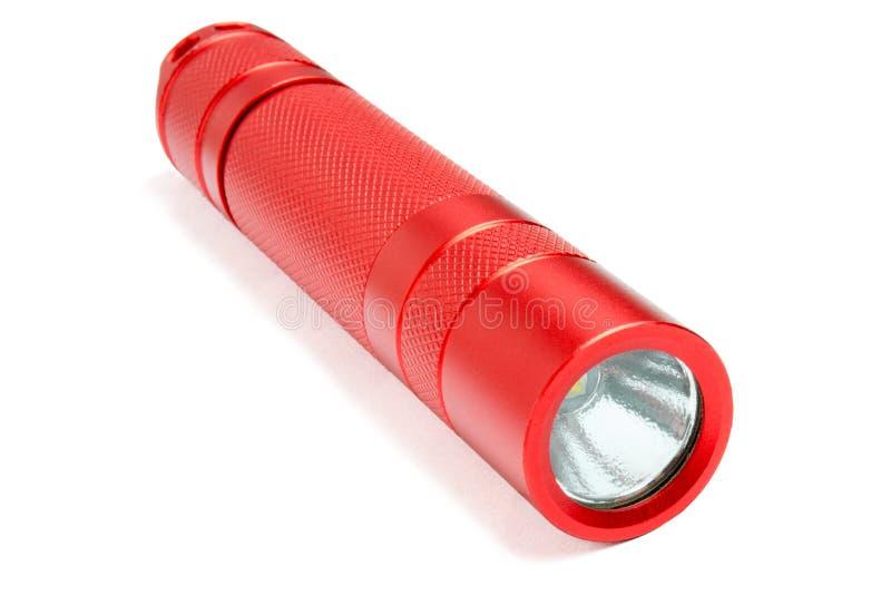 Rotes geführtes Taschenfackellicht lokalisiert auf weißem Hintergrund Moderne taktische wasserdichte Taschenlampe lizenzfreie stockbilder