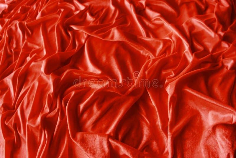 Rotes geknittertes silk Gewebe lizenzfreie stockbilder