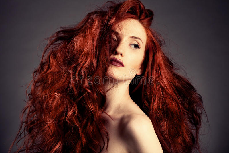 Download Rotes Haar. Art- Und Weisemädchen-Portrait Stockbild - Bild von hell, gesundheit: 26373615