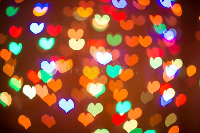 Rotes Herz bokeh als Hintergrund Goldinnere auf Rot lizenzfreie abbildung