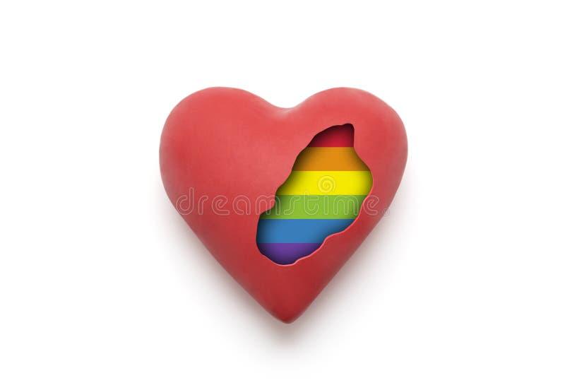 Rotes Herz mit Regenbogenfarben von LGBT nach innen lizenzfreie stockfotografie