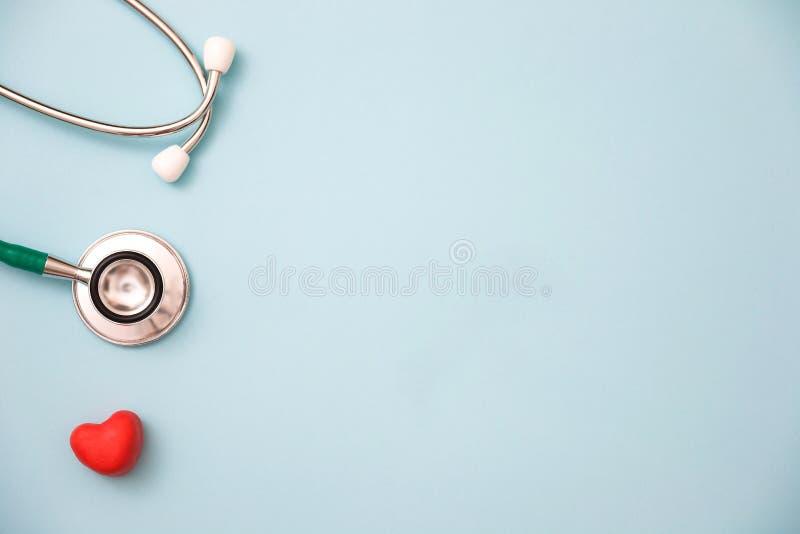 Rotes Inneres und ein Stethoskop lizenzfreie stockfotos