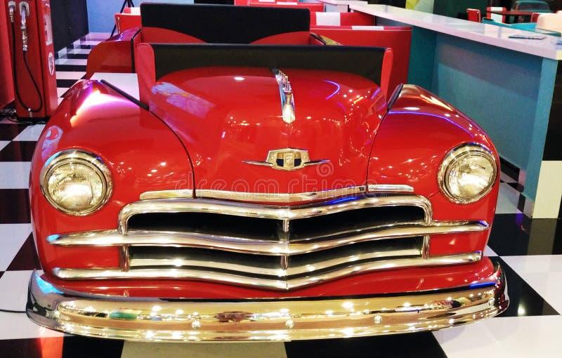 Rotes klassisches Auto lizenzfreie stockbilder