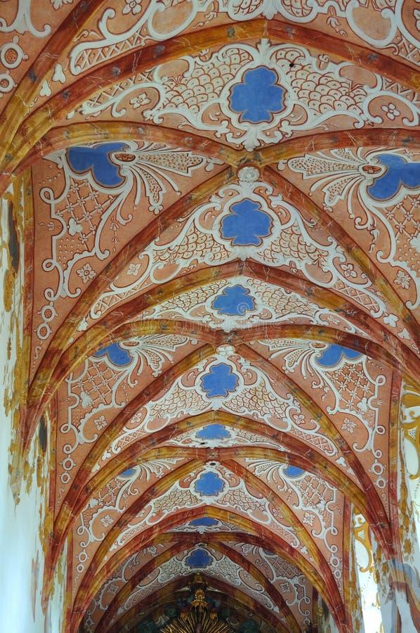 Rotes Klosterinnere (Slovak: Cerveny-klastor) lizenzfreies stockbild