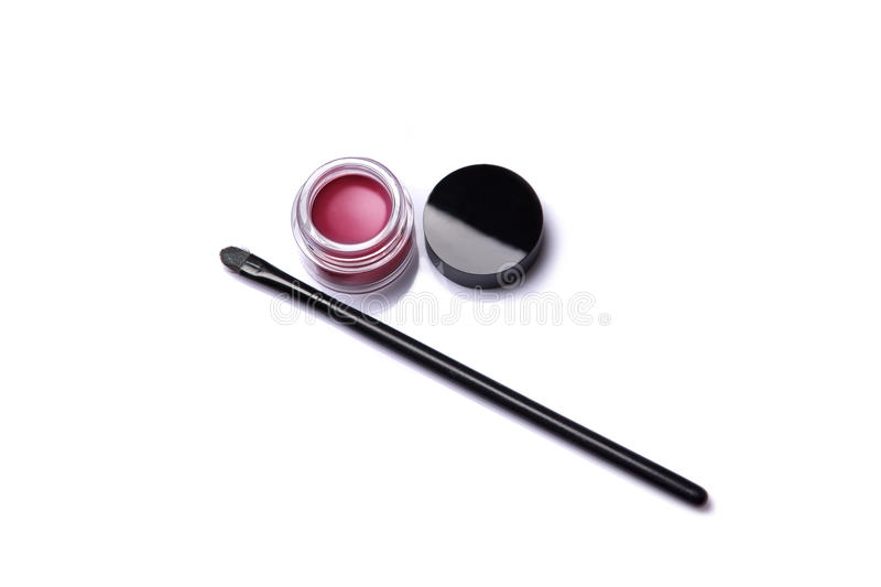 Rotes Lipgloss im Glas mit Make-upbürste lizenzfreie stockfotos