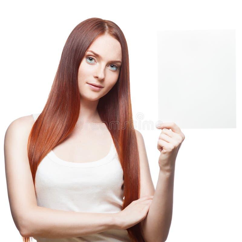 Rotes Mädchen, das Zeichen hält lizenzfreies stockfoto